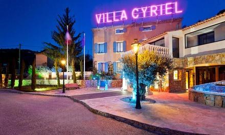 Côte d'Azur : 1 ou 2 nuits avec petit déjeuner, dîner et cabaret en option pour 2 personnes