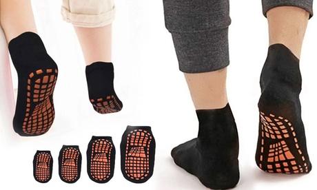 Hasta 4 pares de calcetines con suela antideslizante para niños o adultos