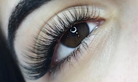 Extensión de pestañas pelo a pelo con opción a diseño de cejas en Crystal Nails (hasta 58% de descuento)