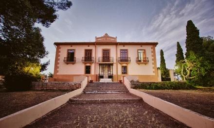 Valencia: 1, 2 o 3 noches en habitación doble para 2 con botella de vino y visita en Bodega Vera de Estenas