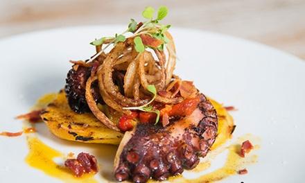 Menú para 2 o 4 con entrante, principal, postre y bebida en Restaurante Costa Blanca (hasta 63% de descuento)
