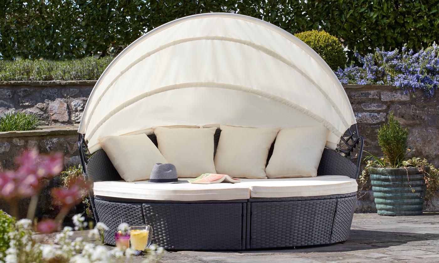 Rattan-Effect Sun Island Day Bed with Optional Cover (£278.99)