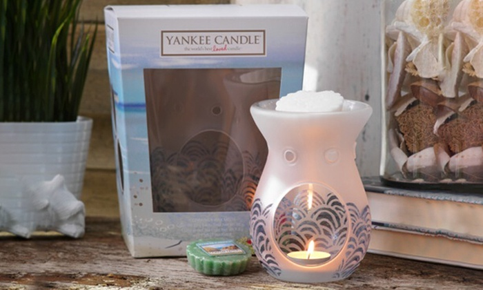 Yankee Candle Melt Warmer with Four Melts from £9.98