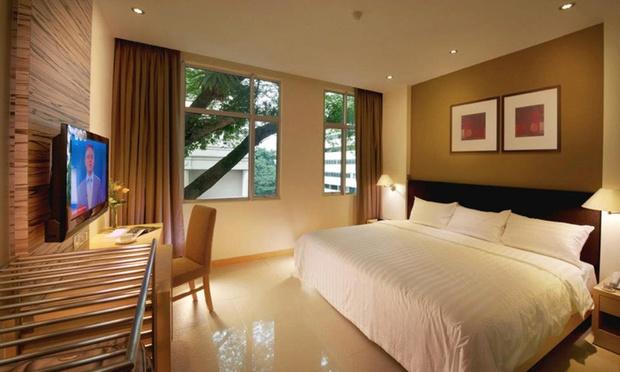 KL: Sky Hotel Bukit Bintang+Coach 1