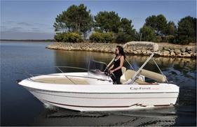 Loisirs Nautik: Location de bateau à moteur de 2h avec permis, modèle au choix pour 6 personnes max. dès 99 € avec Loisirs Nautik