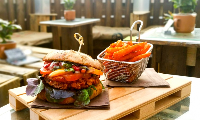 Suppentriesel - Teltow: Burger nach Wahl inkl. Aperitif für zwei oder vier Personen bei Suppentriesel (bis zu 46% sparen*)