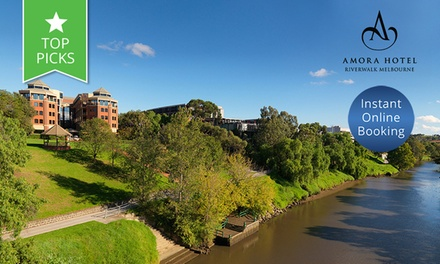 Melbourne: Getaway or 4 People + Breakfast, Wine and Late CheckOut at 4.5Star Amora Hotel Riverwalk Melbourne