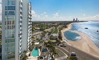 Gold Coast: 3N Beachfront Package with Wine