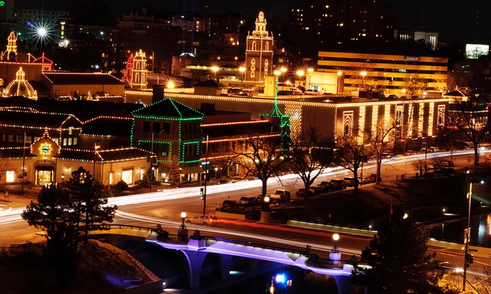 Vegas Limo of KC - Country Club Plaza: $89 for a One-Hour Holiday Lights Tour For Up to Eight from Vegas Limo KC ($195 Value)