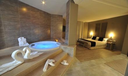 Valencia: 1 o 2 noches para 2 personas en suite con jacuzzi, botella de cava y detalle romántico en el Motel Luve