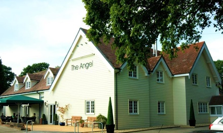 Hampshire: Double Room for Two with Breakfast, Late CheckOut and Option for Dinner and Prosecco at The Angel Hotel
