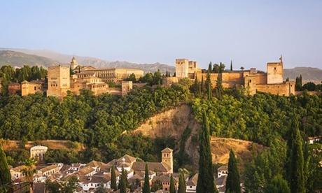 Granada: 1, 2 o 3 noches para 2 con desayuno o media pensión, detalle y opción a entrada a la Alhambra en Hotel Poniente
