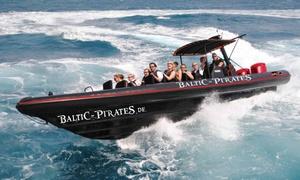 Baltic Pirates: 700 PS Speed-Schlauchboot-Fahrt für 2 Personen während der Travemünder Woche mit Baltic Pirates (38% sparen*)