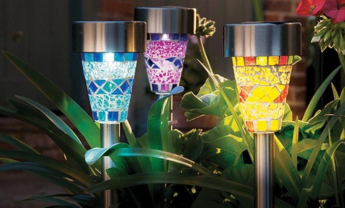 סט מנורות סולאריות צבעוניות בעיצוב יהלומים מרהיב או פסיפס אריחי מוזאיקה יפהפה לקישוט מקורי ויוקרתי של הגינה או המרפסת