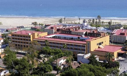 Castellón: 1, 2 ,3, 5 o 7 noches para hasta 4 con pensión completa, detalle y late check-out en Hotel Del Golf Playa 4*