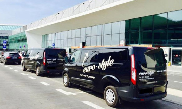 Parking Eurostyle przy Lotnisku Chopina: 3 dni (49,99 zł) z transferem VIP (89,99 zł) i więcej opcji z  (do -39%)