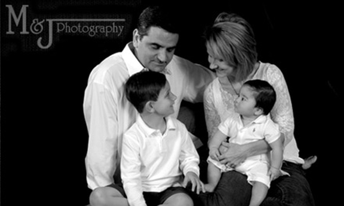 M&J Photography - Corpus Christi: $40 for an In-Studio Family Portrait Session and 25 Holiday Cards at M&J Photography ($114 Value)
