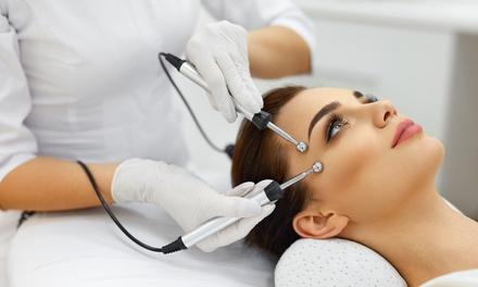 Limpieza facial con microdermoabrasión y tratamientos a elegir en One By Beauty (hasta 79% de descuento)