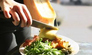 Stay: Raclette mit Schwarzwälderschinken, Baguette-Scheiben und Gewürzgurken für bis zu Vier im Stay (bis zu 32% sparen*)