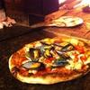 Pizza con fritto di pesce o cozze