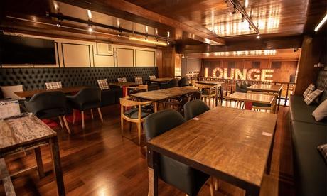 Menú internacional con entrante, principal, postre y bebida para 2 o 4 personas en Restaurante El Rincón del Vago