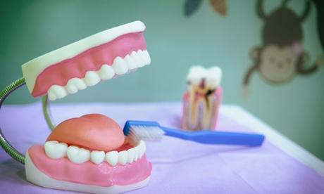 Limpieza bucal con ultrasonidos, fluorización, pulido, revisión y diagnóstico con opción a radiografía en Dental CES