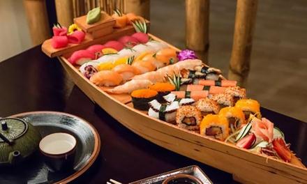 Menú para 2 o 4 con entrante, barco con piezas de sushi, complemento, bebidas y postre desde 29,99 € en Restaurante Yami