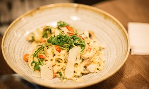 Il Gusto: Pasta or Pizza with a 200ml Bottle of Prosecco for Two or Four at Il Gusto (Up to 57% Off)