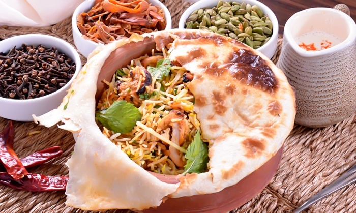 Sanjeev Kapoor S The Yellow Chilli Multiple Locations Chicken Vegetable Or Mixed Biryani Lunch