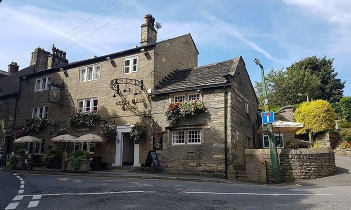 The Bulls Head - Glossop: Peak District: 1 to 3 Nights for Two with Breakfast and Welcome Drink at The Bulls Head