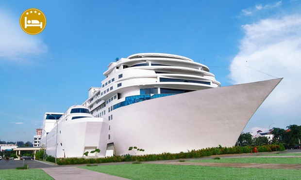 Batam: 4-Star Hotel + Ferry 0