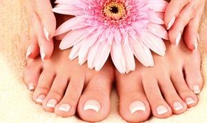 Salon Buket: Maniküre oder Pediküre inkl. 10 Min. Hand- oder Fußmassage, opt. mit Lack, im Salon Buket (bis zu 53% sparen*)
