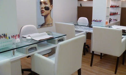 Sesión de manipedicura a elegir con opción a tratamiento adicional desde 12,99 € en Divinity Body Nails