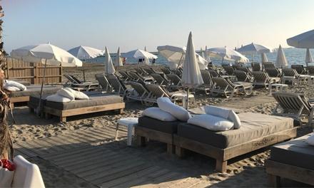 Location de 2 transats, 1 parasol et 2 cocktails pour 2 personnes à 24,90 € à Marina Beach