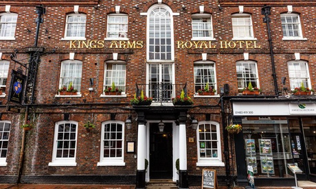Surrey: Double Room for Two with Breakfast and Options on Dinner from Kings Arms and Royal Hotel - Accommodation