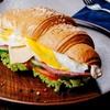 Croissanty, napoje i więcej