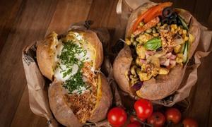 Krakowski Kumpir: Pieczone ziemniaki z farszem: mała porcja za 10,99 zł i więcej opcji w Krakowskim Kumpirze w Katowicach