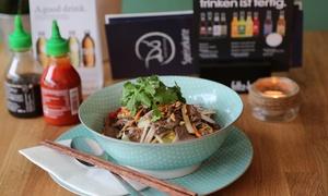 Do Street Food Vietnam: Vietnamesisches Hauptgericht inkl. Getränk für 2 oder 4 Personen bei Do Street Food Vietnam (33% sparen*)