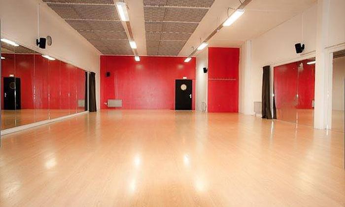 Salsa Nueva - Salsanueva: 3 cours de danse kizomba pour 1 personne à 19,90 € à la salle de danse SalsaNueva