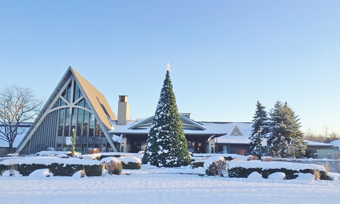 Get away from Chicago,IL, for a weekend of swimming in indoor & outdoor pools, relaxing at a spa, skiing, a game of golf, boutique shopping and museums.