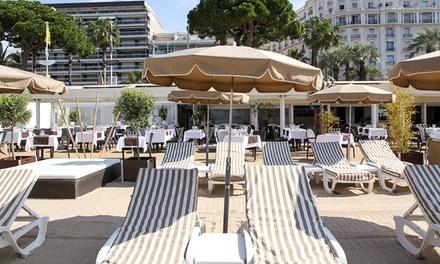 Matelas, parasol et cocktails pour 2 personnes à 24,99 € à la Plage Restaurant La Mandala