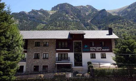 Huesca: 1 o 2 noches para 2 personas con desayuno, acceso a spa y copa de cava en Hotel & Spa Real Villa Anayet 4*