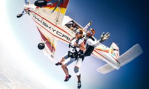 Sky Camp Spadochronowy Klub Sportowy: Skok ze spadochronem w tandemie dla 1 osoby od 659,99 zł w Sky Camp Spadochronowym Klubie Sportowym – 2 lokalizacje