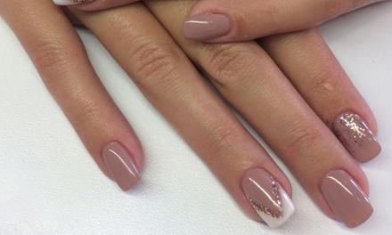 Pose de vernis semi permanent ou pose de gel sur ongles naturels ou sur capsules dès 19,90 € chez Ève et Ses Beautés