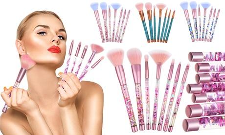 Hasta 4 sets de 7 brochas de maquillaje con purpurina líquida