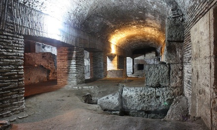 Visita guidata per 2 o 3 persone ai Templi Sotterranei e chiesa di San Nicola in Carcere di Roma (sconto fino a 51%)