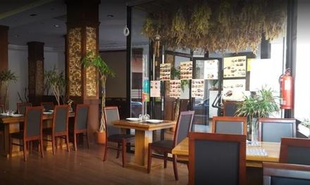 Menú asiático para 2 o 4 personas con entrante, principal, postre y bebida desde 24,90 € en Yummy Asian Restaurant