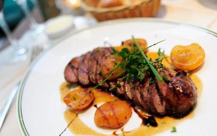 Menú de pato laqueado básico o premium para 2 personas con entrantes, postres y bebida desde 24,95 € en Sushiwakka Oferta en Groupon