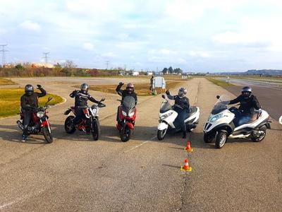 Journée de formation à la conduite dun 125 cm³ ou L5e avec repas compris à 169 € chez Moto Club Prévention