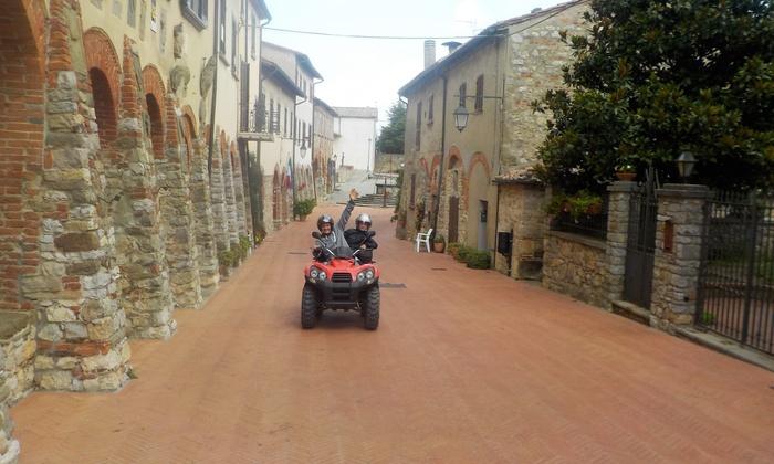 Esperienza in quad con briefing e bottiglie di vino o birre artigianali fino a 6 persone con Crazy Quad Toscana
